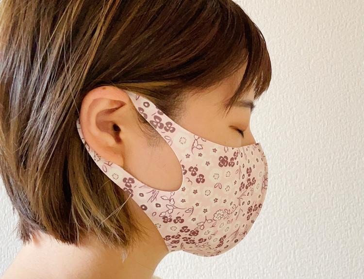 フラワー柄マスクの着用画像