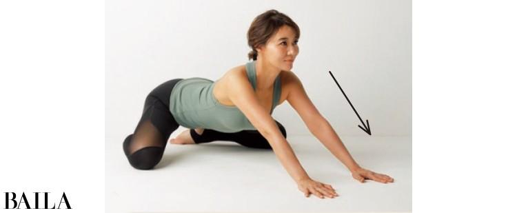 10回ほど行うと股関節の滑りがよくなり、正しい向きに整えやすくなります。