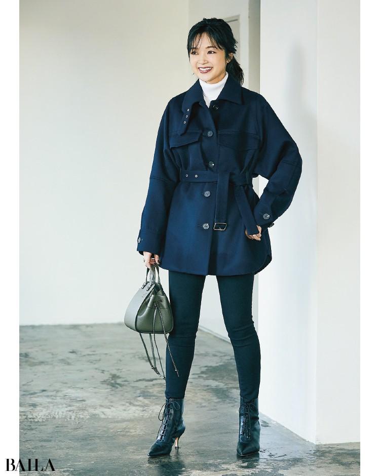 CINOHの ウエストマークジャケットコーデの吉村友希さん
