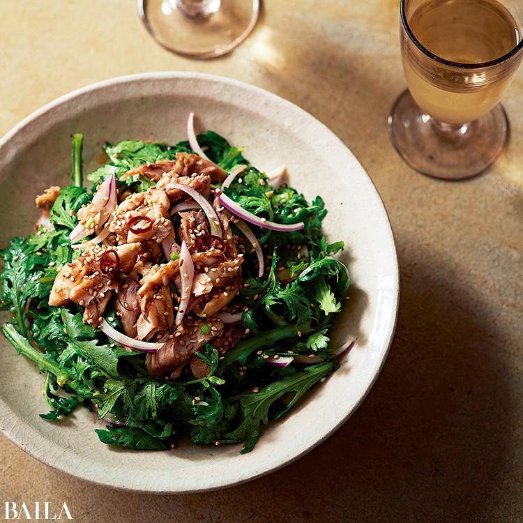 春菊と干物の黒酢サラダ