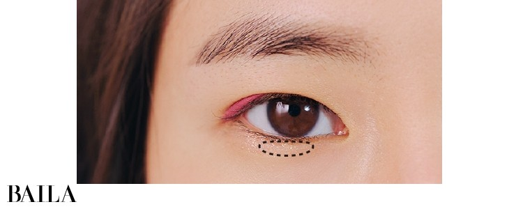3.黒目下キラキラで目幅を拡大