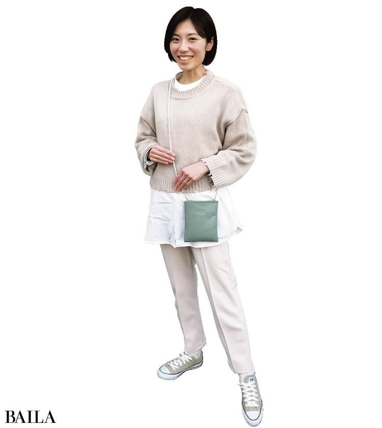 水谷綾香さん ご近所のお出かけも、パールとミントグリーンが映えるミニバッグでご機嫌に