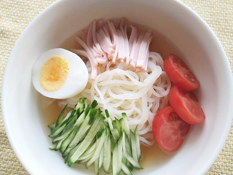 冷やし中華風の冷麺