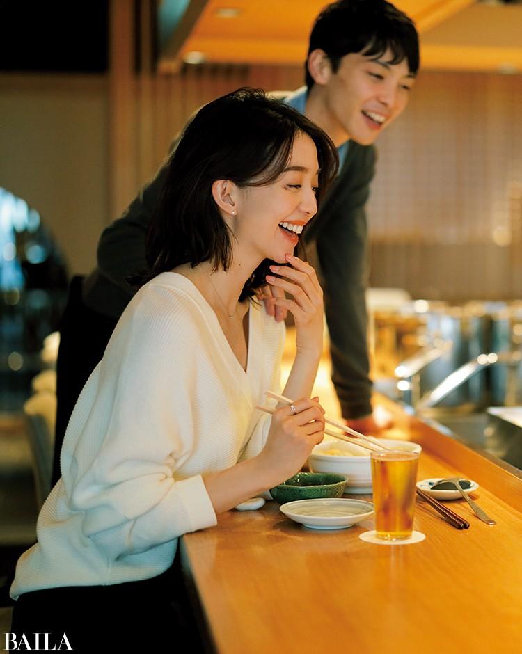 彼と夕飯デートの日は、Vネックニットで女っぽくまとめたモノトーンコーデ【2020/1/18のコーデ】_1