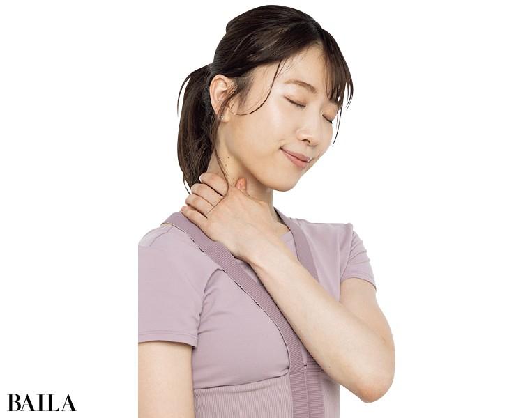 胸鎖乳突筋をマッサージ