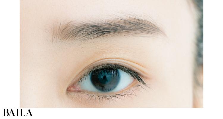 眉山→眉尻にカーブを描き、眉尻も整った印象