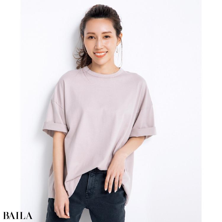 メンズライクなルーズTシャツ×無理のない立体感で自然な形のブラ