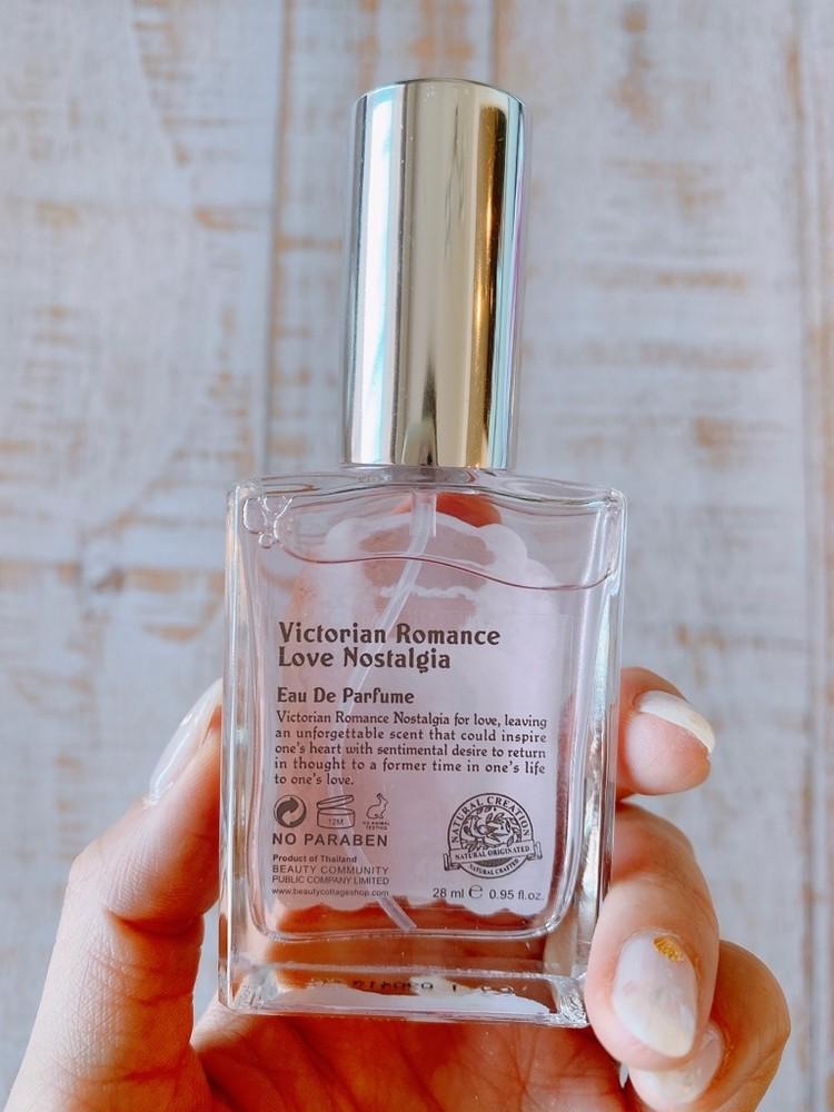 タイコスメの香水、「Beauty Cottage」(ビューティーコテージ)のビクトリアンロマンスシリーズ、「ラブノスタルジア」のパッケージを開けて、中身を出してみた