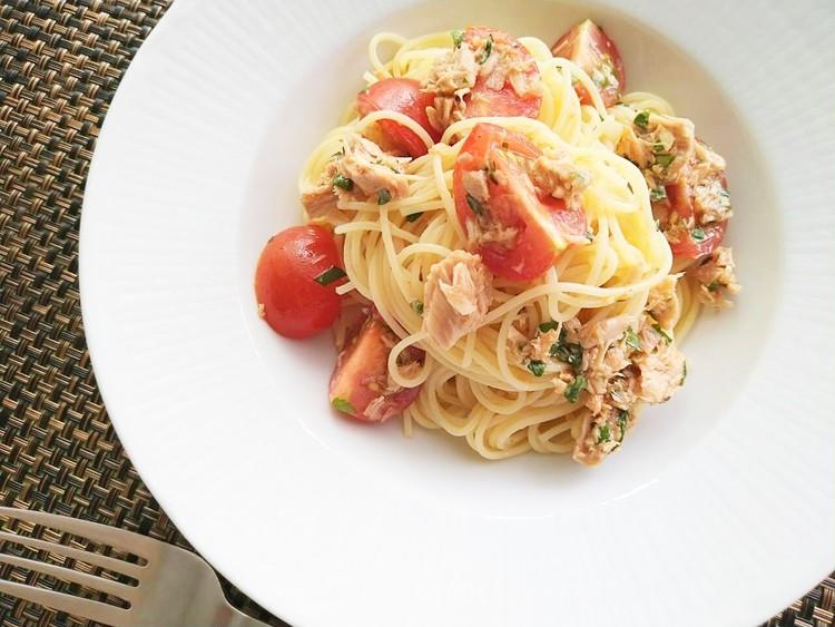 トマトドレッシングで作ったトマトとツナのパスタ