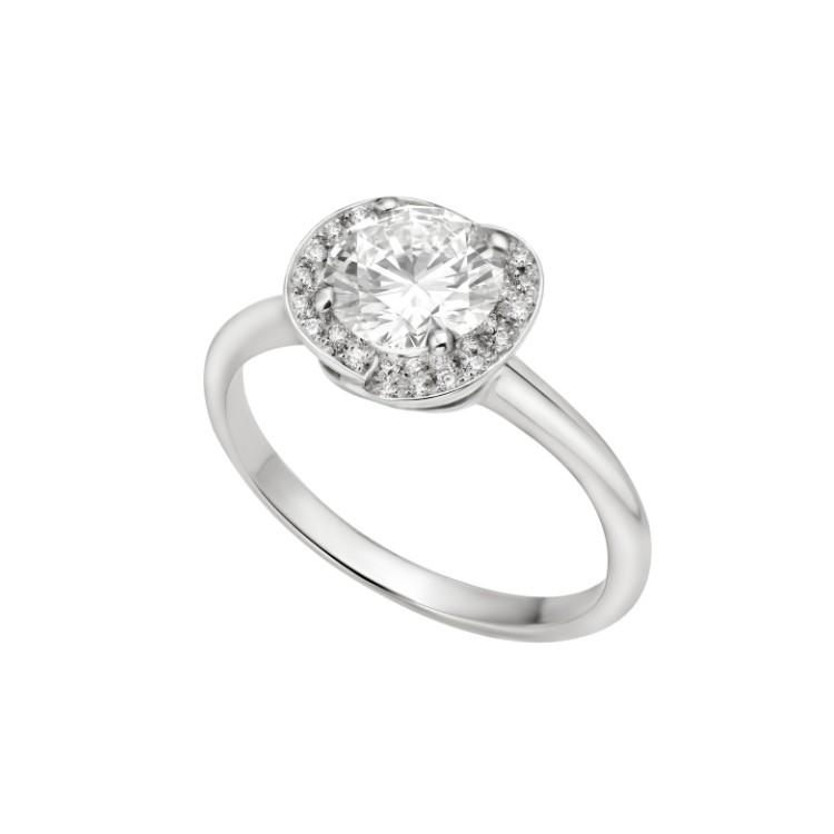 「インコントロ ダモーレ」エンゲージメントリング(Pt×ダイヤモンド0.18ct〜)¥269000〜/ ブルガリ ジャパン