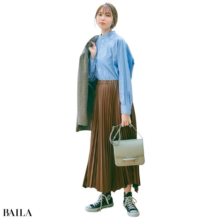 インターリブのフェイクレザースカートコーデの宮田聡子