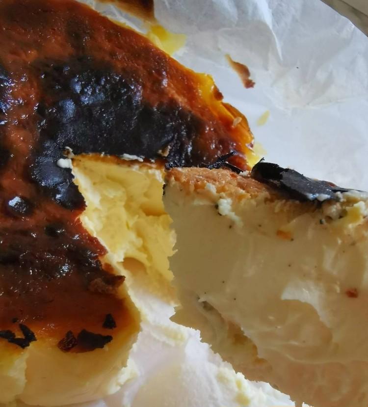 1.【BLANCA】バスクチーズケーキ(大人の焦げチー¥4600)カット