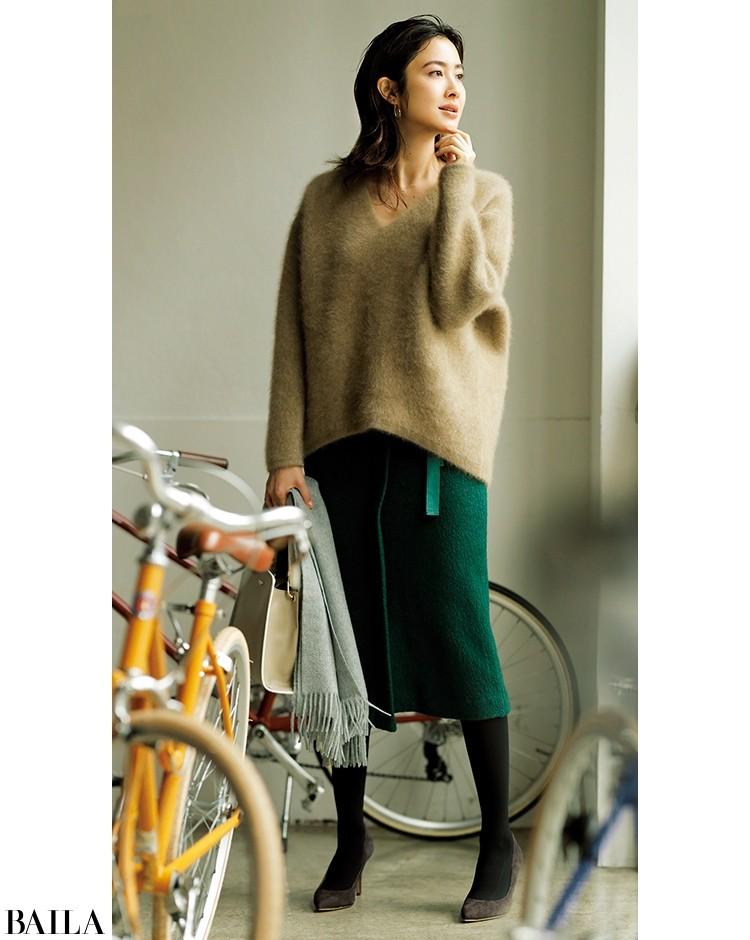 ボリュームニットは、すっきりシルエットのスカートでスタイルアップ