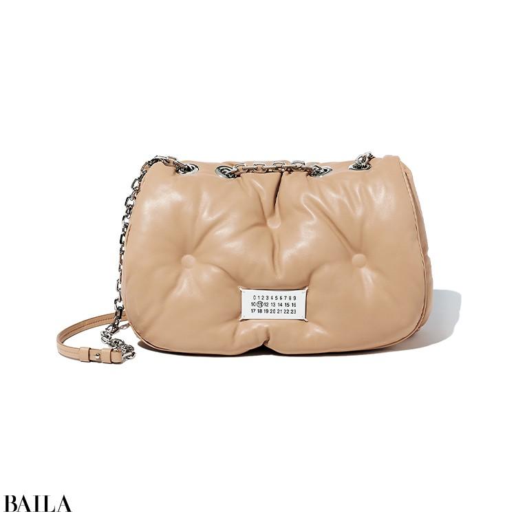 【Maison Margiela】  「雲のようなフォルムとフカフカの質感が面白いバッグの最新!」(編集K)
