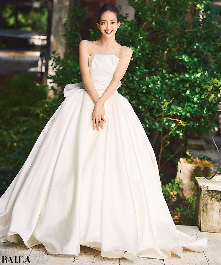 【ウェディングドレスまとめ】大人のあか抜けフェミニンウェディングをかなえる最新ウェディングドレス♡_11