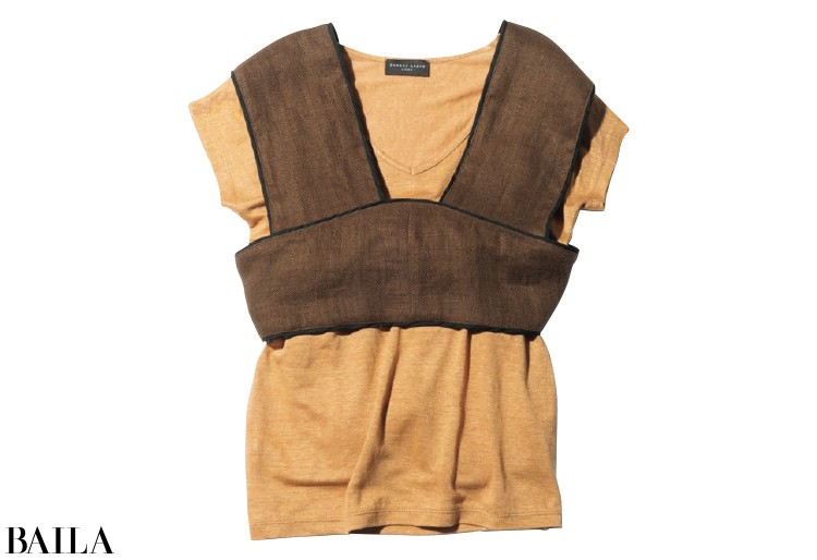 Tシャツ¥23000/エスケーパーズオンライン(アンダースアレンス)ビスチェ¥11500/フレイアイディールミネ新宿2店(フレイアイディー)