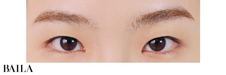 《Before》まぶたの重さが気になる一重。小粒で丸みのある目もとは可愛いけれど、大人っぽさからは遠い〜