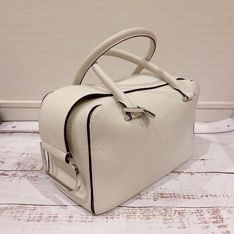バッグ、「デルヴォー」の「クールボックス」白