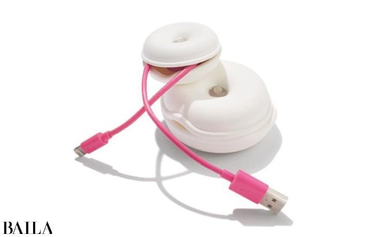 ケーブルホルダーを使ってきちんと収納を。(上から)CableTurtleS¥450・L¥700/リビング・モティーフ