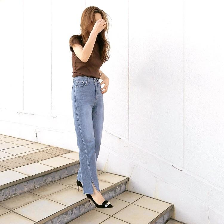 ユニクロTシャツ ブラウン 30代 9月 レディースコーデ