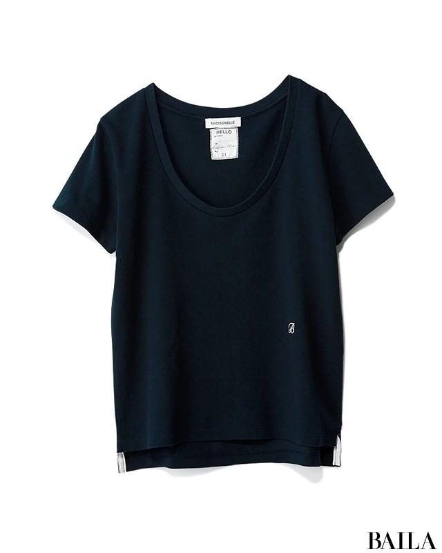 ネイビーUネックTシャツ
