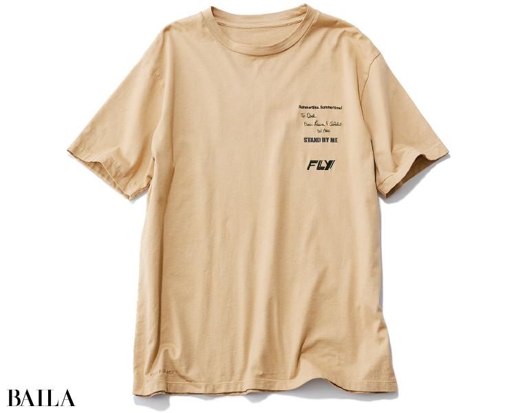 ロゴ色は黒一色だけど、書体に遊びが。無地派でも着やすい一枚。¥17600/マルティニーク ルコント ルミネ有楽町(カレンテージ)