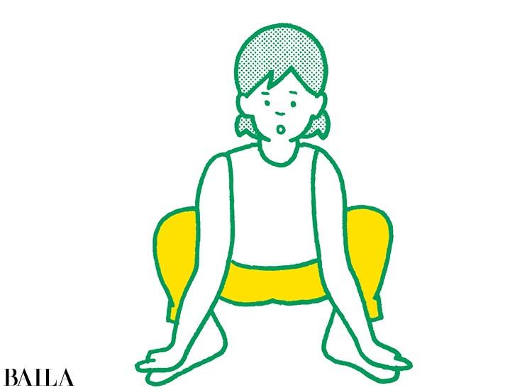 【脚裏伸ばしダイエット】1 ひじは内側、手は外側からつかみ四股ポーズ