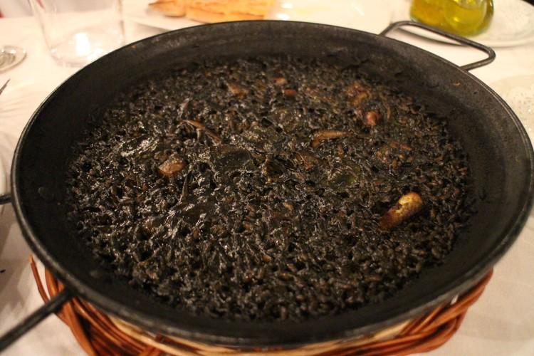 バルセロナで食べた黒いパエリア♥