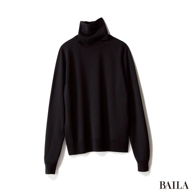 定番ブラックタートル×ジャケットは、ベージュパンツで今年らしく_2_2