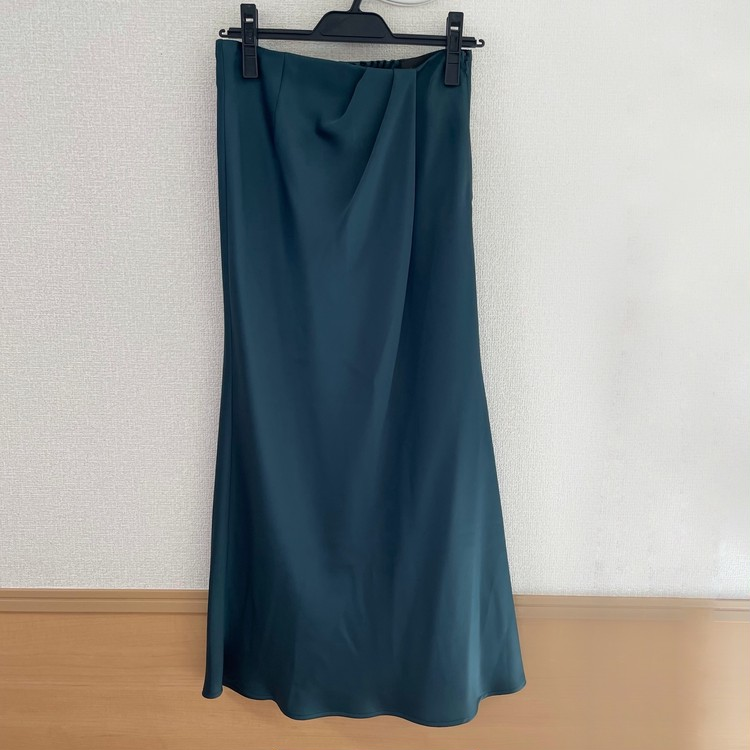 ③サテンタック ナロースカート/¥14,300