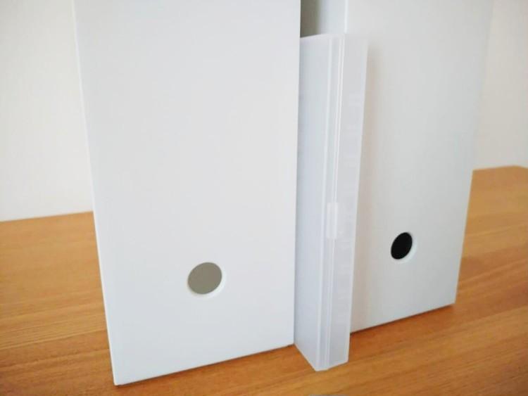 ファイルボックスの間に収納したポリプロピレンピルケース