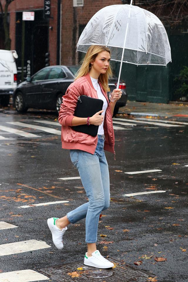 傘さすセレブ&ささないセレブ。雨の日だって絵になることが第一です_1
