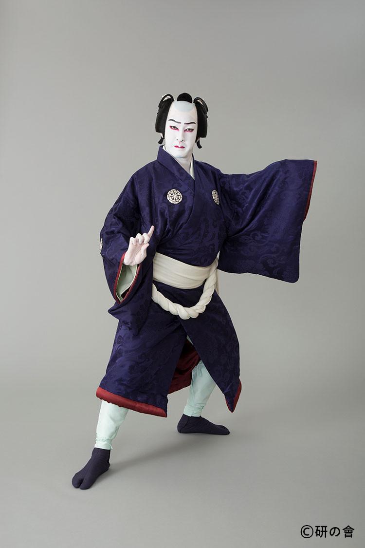花形歌舞伎俳優の尾上右近の研の會での義経千本桜の佐藤忠信の写真