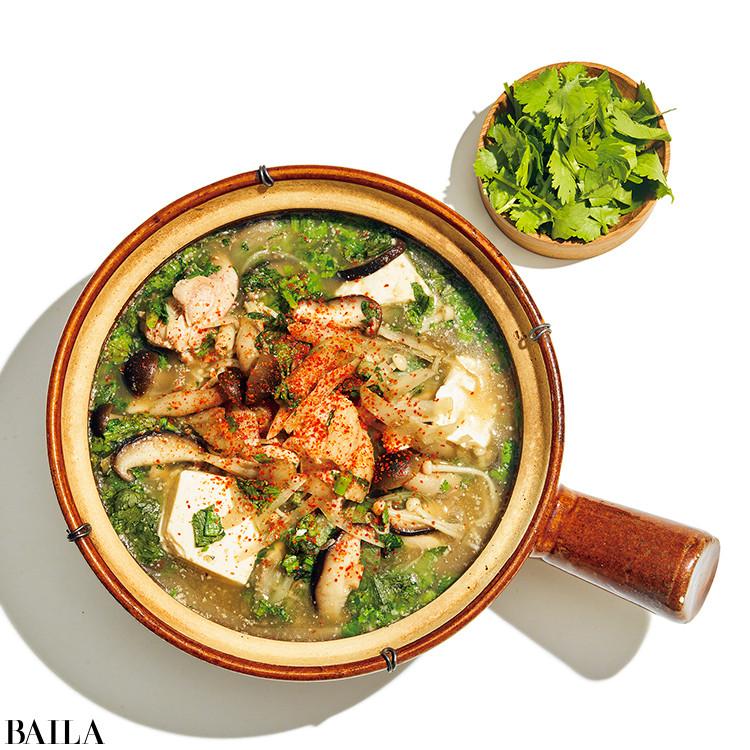 鶏とごぼうの梅きのこ鍋