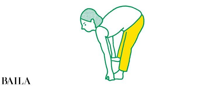 【脚裏伸ばしダイエット】背中が丸まったままひざを伸ばすと効果ナシ