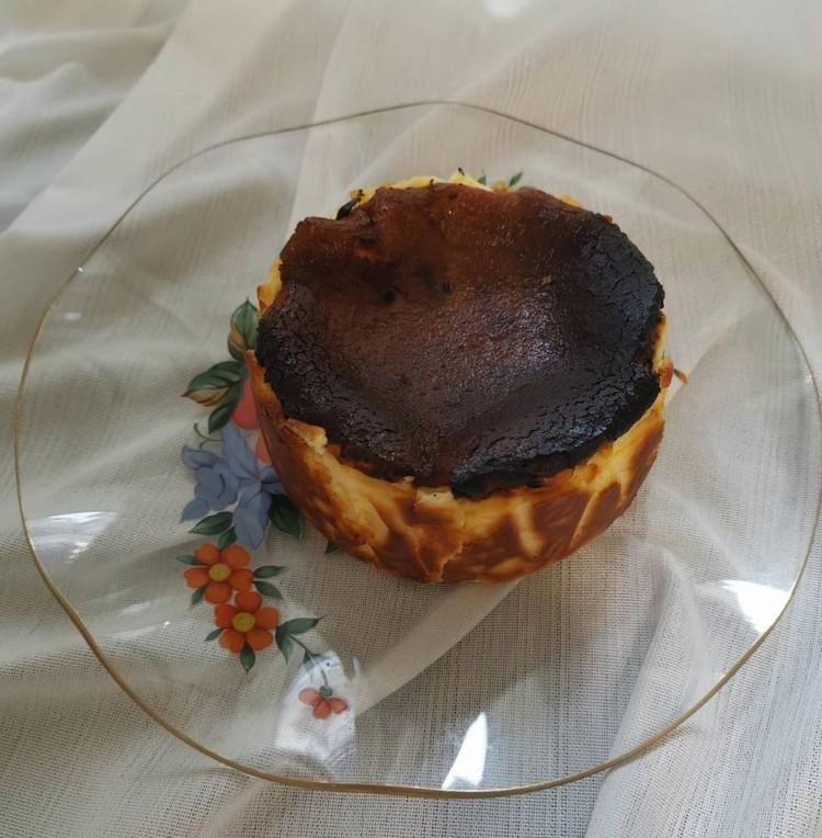 2.【麻布 笄軒】究極のバスクチーズケーキ(¥2700)
