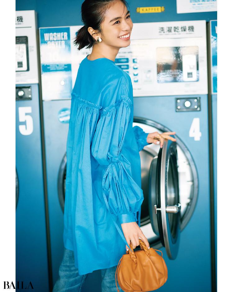iI(アイ)-2 「フワッと広がるエアリーさと袖のストリングリボンで確実にサマになります」(プレス 澤田桜子さん)