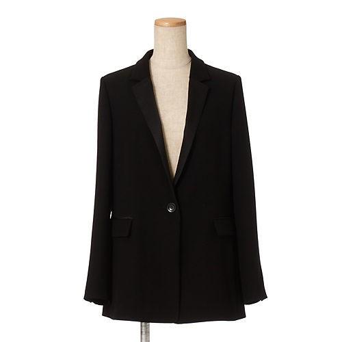 定番ブラックタートル×ジャケットは、ベージュパンツで今年らしく_8
