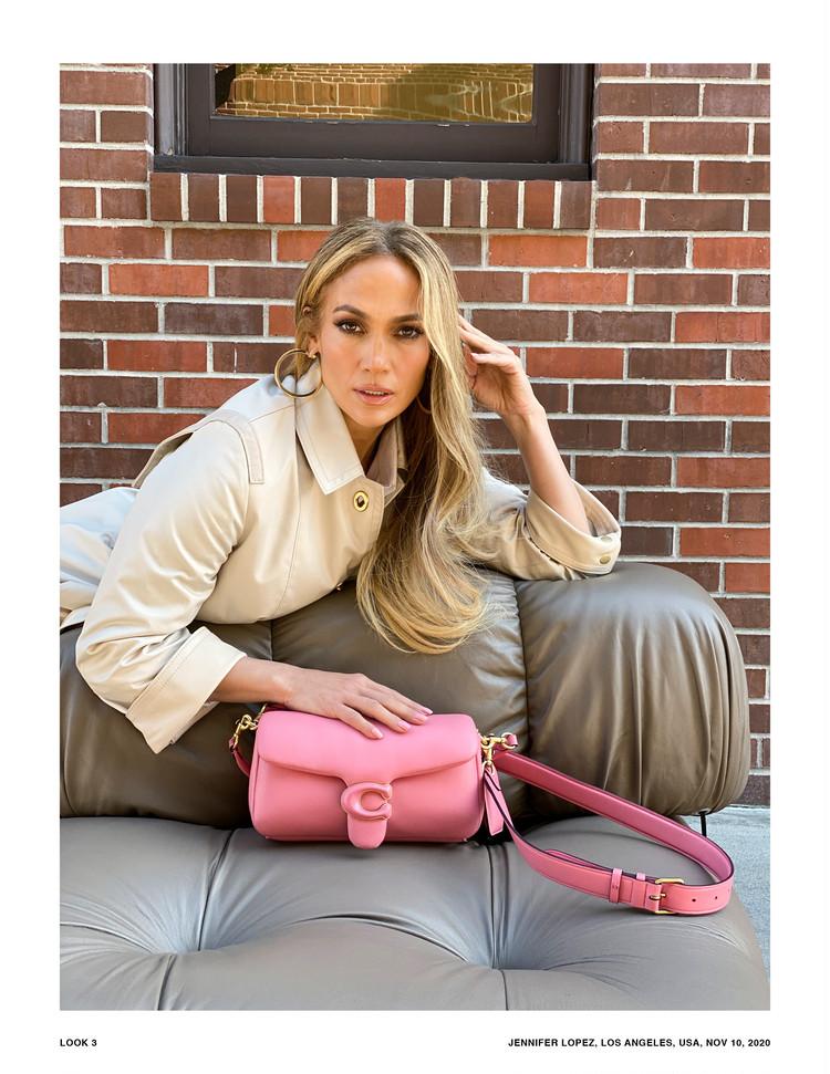 "COACHの新作バッグ""Pillow Tabby""とジェニファー・ロペス"