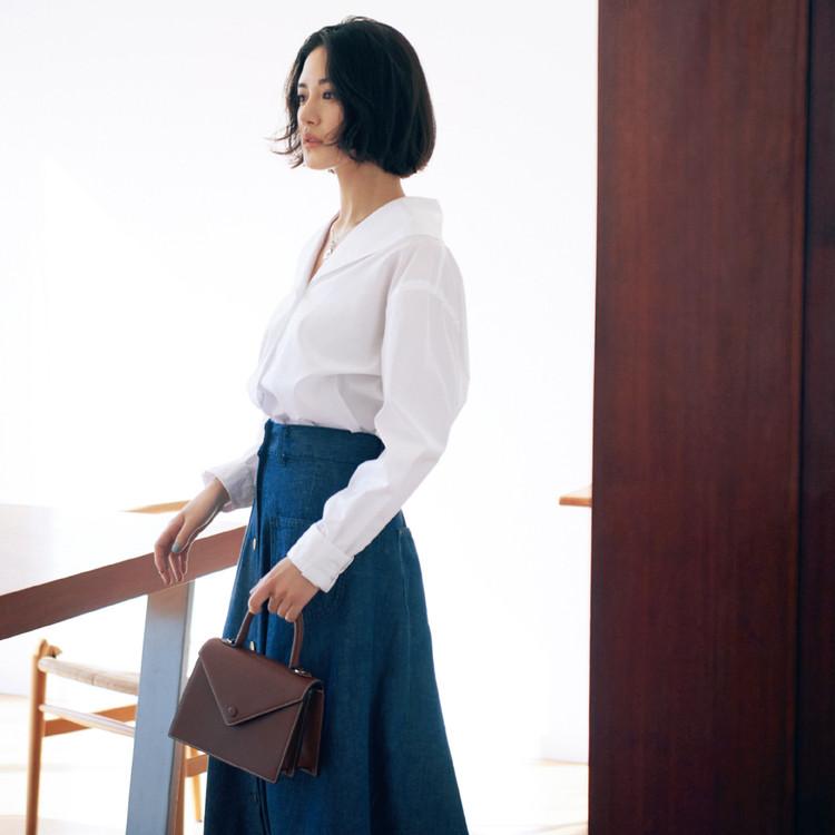 木曜日は、イノセントな白シャツで少女のようなピュアな雰囲気に【30代今日のコーデ】