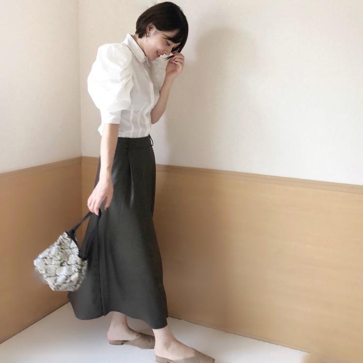 秋のマストアイテム♡GUフェイクレザースカート×白シャツ〈ブラウンコーデ〉_2