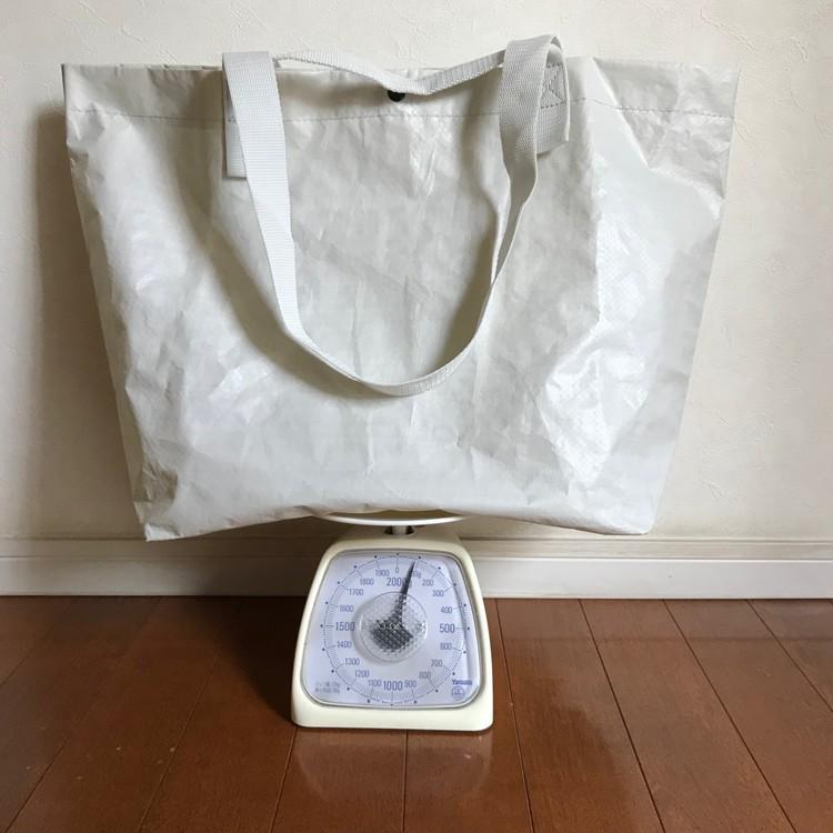 軽く丈夫で雨にも強い、無印良品のポリエチレンシート・トートバッグ(¥499)2