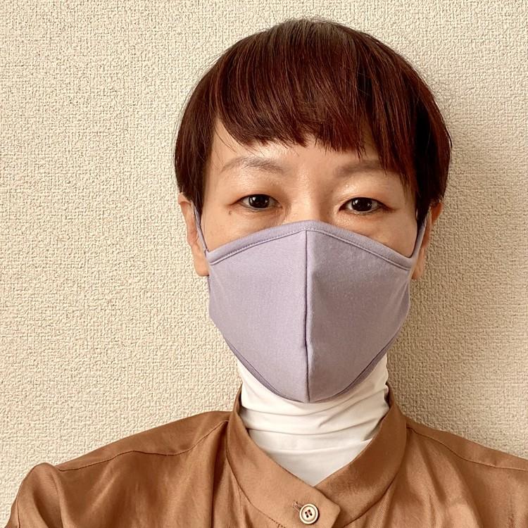 【ジーユー(GU)ウィメンズ新作マスク着用レビュー】「高機能フィルター入り BEAUTY MASK」(抗菌ケース付き・¥990) パープル 女性着用写真