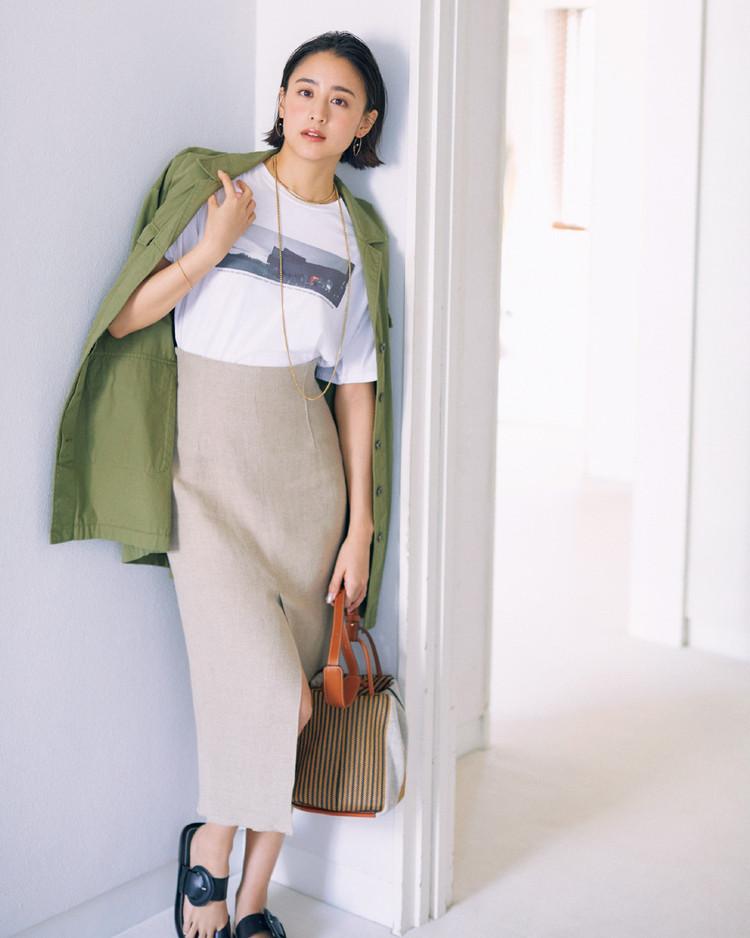 木曜日は、メンズライクなフォトTシャツをタイトスカートで女らしく【30代今日のコーデ】