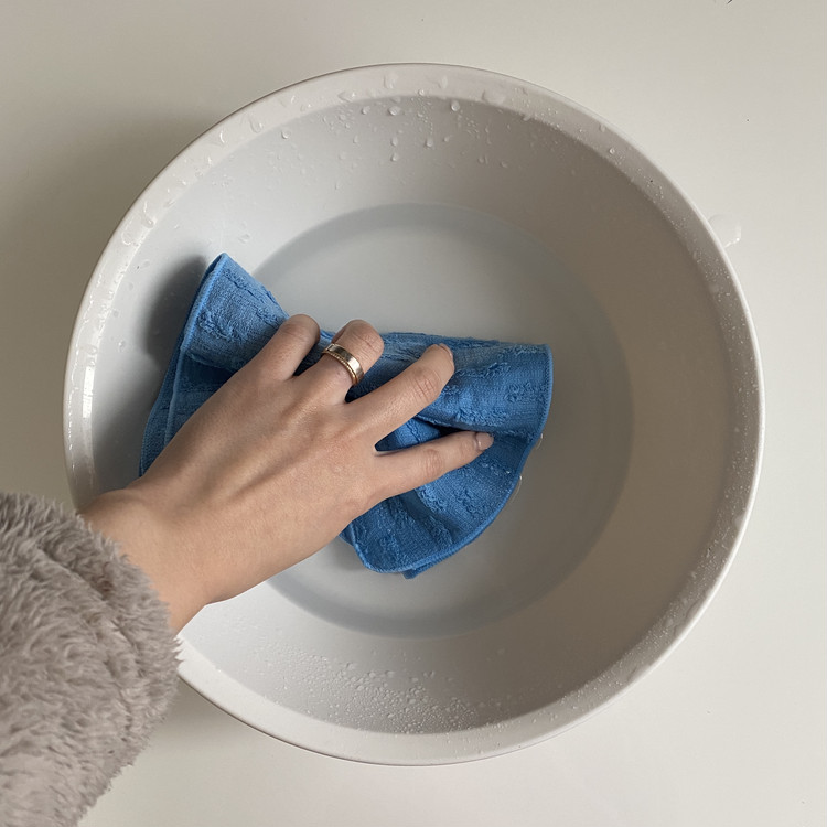 ゴムポンつるつる 濡らす