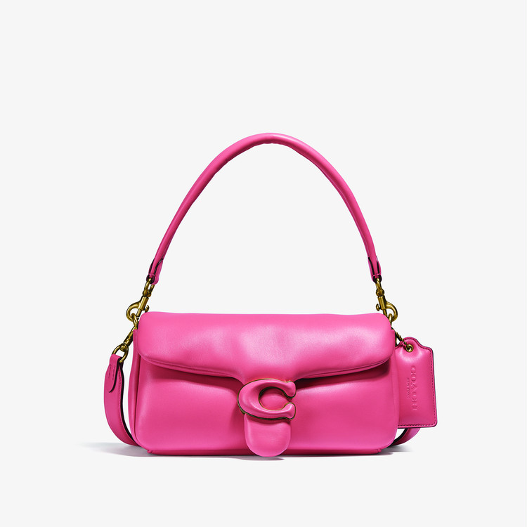 "COACHの新作バッグ""Pillow Tabby"" ピンク"