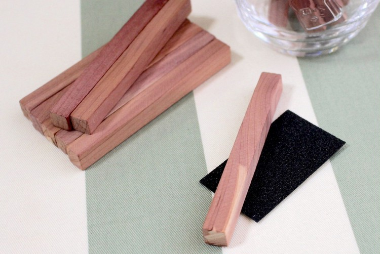 無印良品のレッドシダーブロックには紙やすりが付属