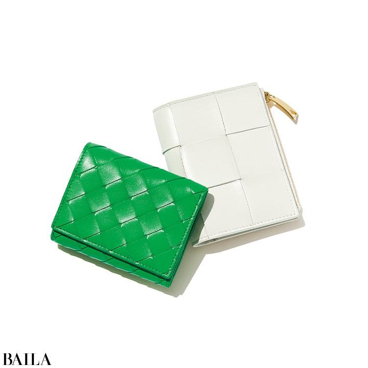 革を編み込んだイントレチャートを用いたお財布は、幅広のデザインや鮮やかな色などバリエ豊富で目移り必至。