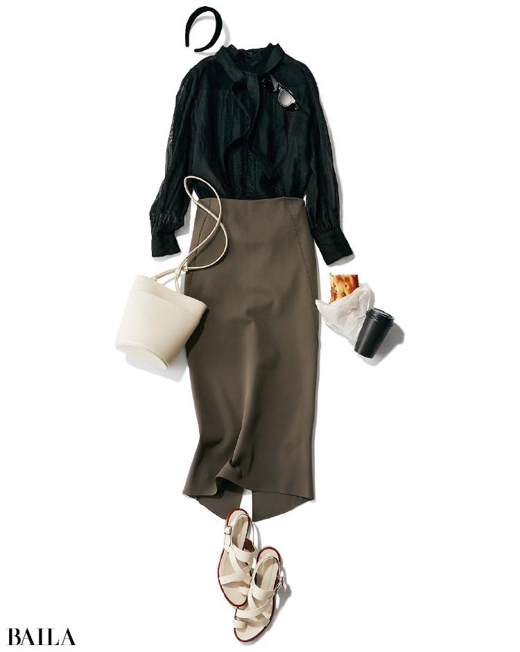 スリットスカートとブラウスのコーデ