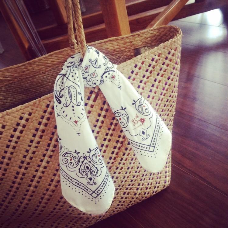 週末は、いつものカゴに、バンダナ柄スカーフくるっと。_1